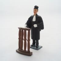 Figürchen Rechtsanwalt Grande hält an der Bar