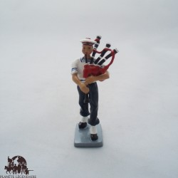 CBG Mignot bagpipe Bagad Lann Bihoue figurine