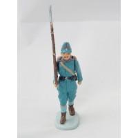 Soldado alemán destral a estatuilla de fuego